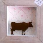 12. Kuh, Holzrahmen mit Tapete 29,-