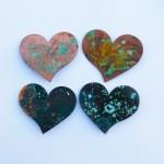 Herzen, 6,5cm, antik veredelt,  Mit Nadel 25,- am Lederband 27,-