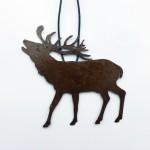 Sim1-Schmuckstück/ röhrender Hirsch, Rost u. veredelt,  am Lederband, 29,-