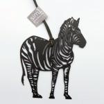 Sim1-Schmuckstück/Zebra, ca. 12cm, schwarz veredelt, am Lederband, 30,-